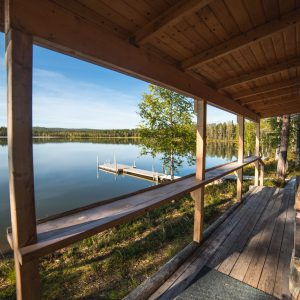 The Rustic lumberjack sauna offers an open view to Lake Luosujärvi. On its veranda  you can have a refreshing break during sauna bathing. | Photo Heikki Sulander