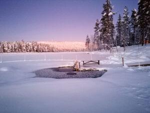 Talvinen avanto kutsuu uimaan