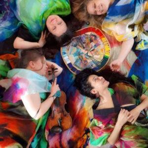 Maisemapiiri on rovaniemeläinen poikkitaiteellinen kollektiivi, joka yhdistää musiikkia, tanssia, kuvataidetta ja muotoilua.